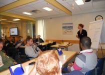 Deelnemers krijgen uitleg over voedingsstoffen