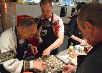 De kookworkshop 'Gezond Genieten' betekent gezellig koken met collega's