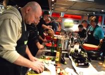 Iedereen waant zich een professionele chef-kok tijdens onze kookworkshop